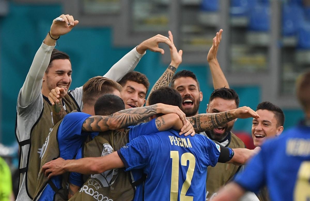 Italia toàn thắng cả 3 trận và đứng đầu bảng A một cách thuyết phục.