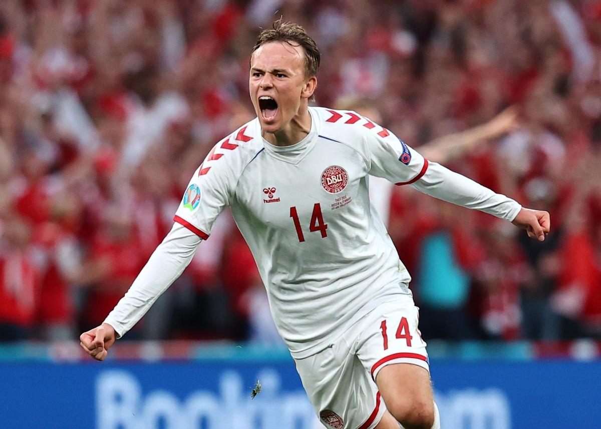 Damsgaard đưa Đan Mạch vượt lên dẫn trước. (Ảnh: Reuters)