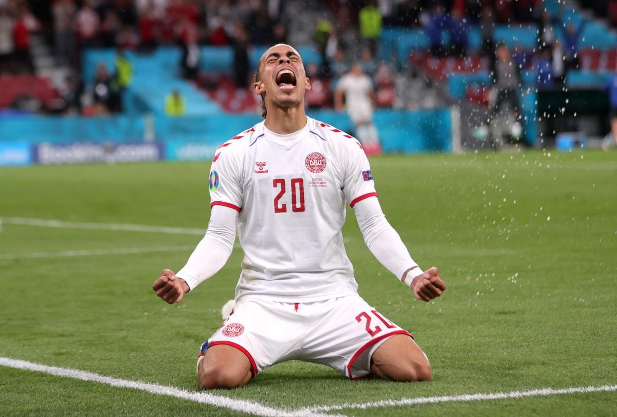 Cả 2 bàn thắng của Poulsen ở EURO 2021 đều tới sau sai lầm của đối phương. (Ảnh: Reuters)