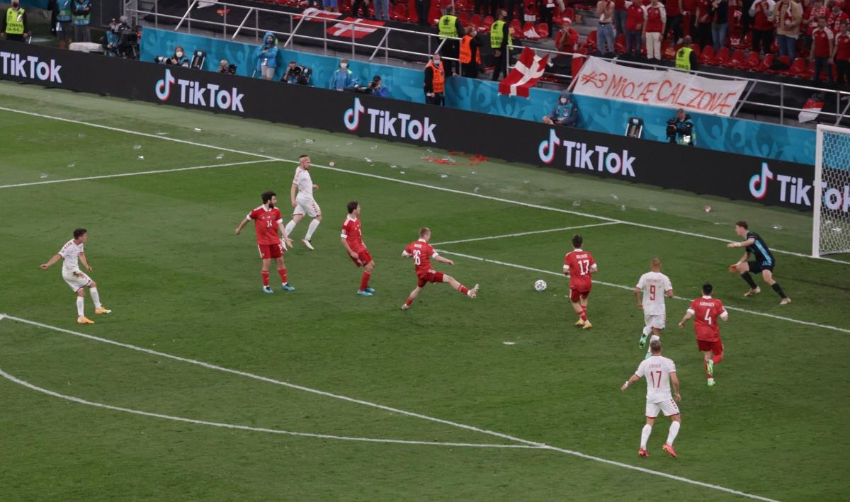 Maehle ấn định chiến thắng 4-1 cho Đan Mạch.(Ảnh: Reuters)