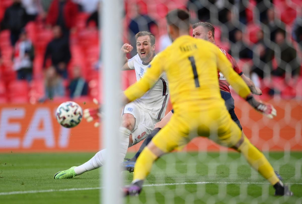 Harry Kane vẫn tỏ ra vô duyên trước khung thành đối phương. (Ảnh: Reuters).