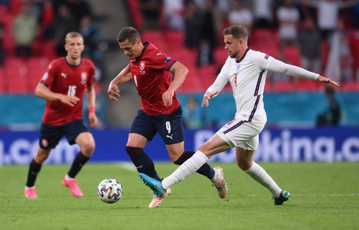 ĐT Anh đang chủ động giảm nhịp độ trận đấu sau khi hiệp 2 bắt đầu. (Ảnh: Reuters).