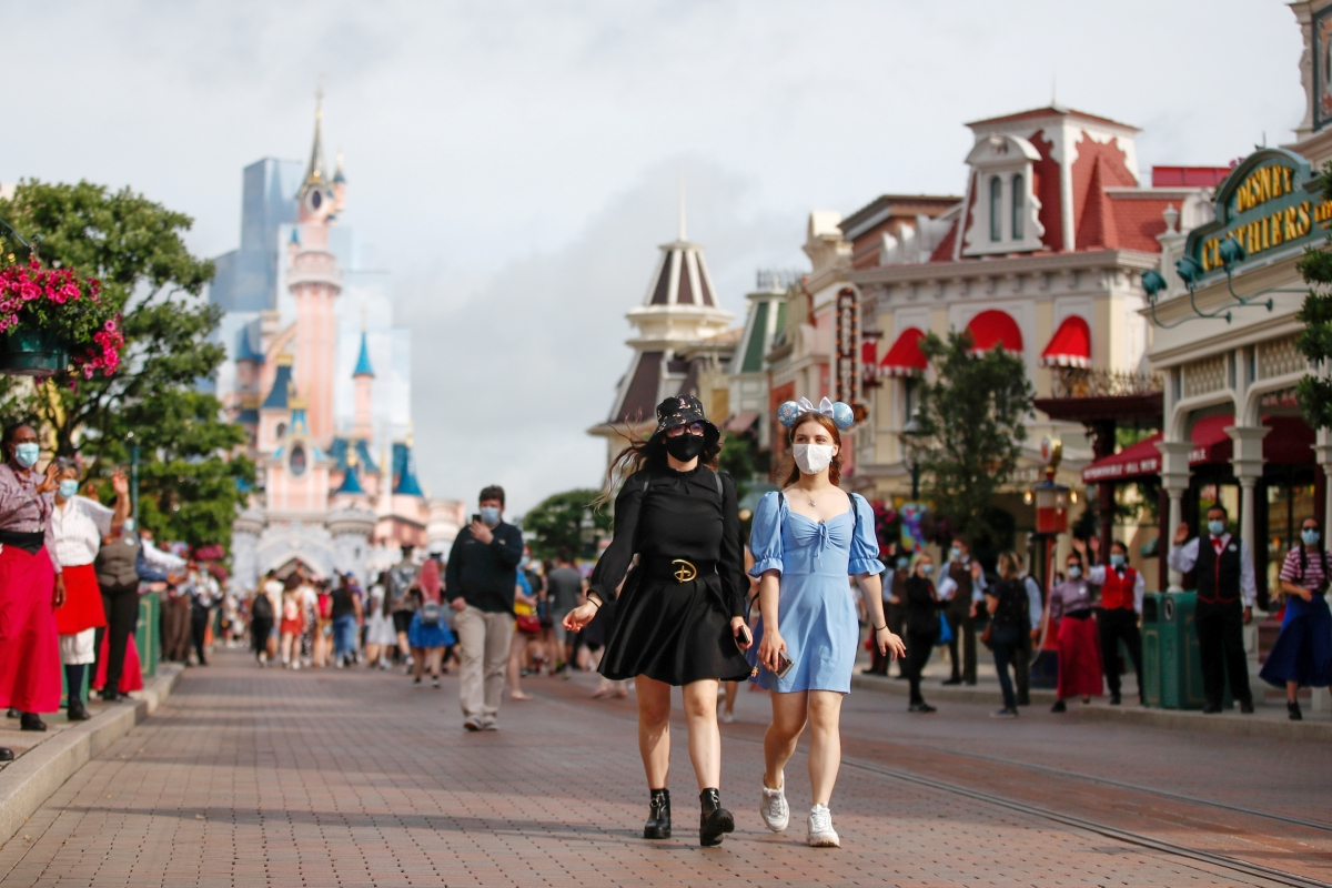 Disneyland Paris đã mở cửa đón khách trở lại. Nguồn: Reuters