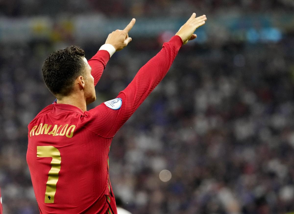 Đây cũng là bàn thắng thứ 108 CR7 ghi được cho Bồ Đào Nha. (Ảnh: Reuters).