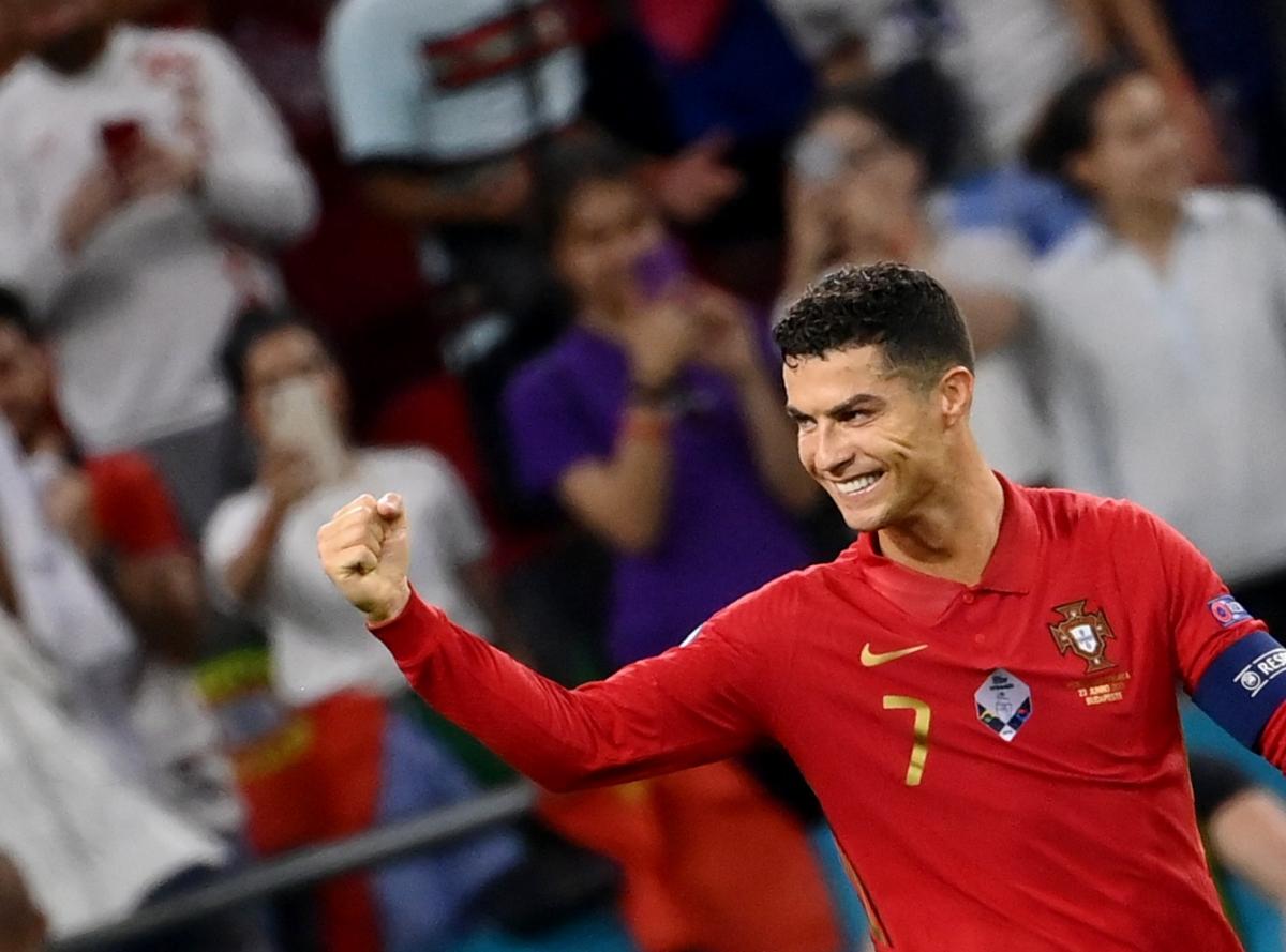 Ronaldo mở tỷ số và nâng tổng số bàn thắng của mình ở EURO 2021 lên con số 4. (Ảnh: Reuters).
