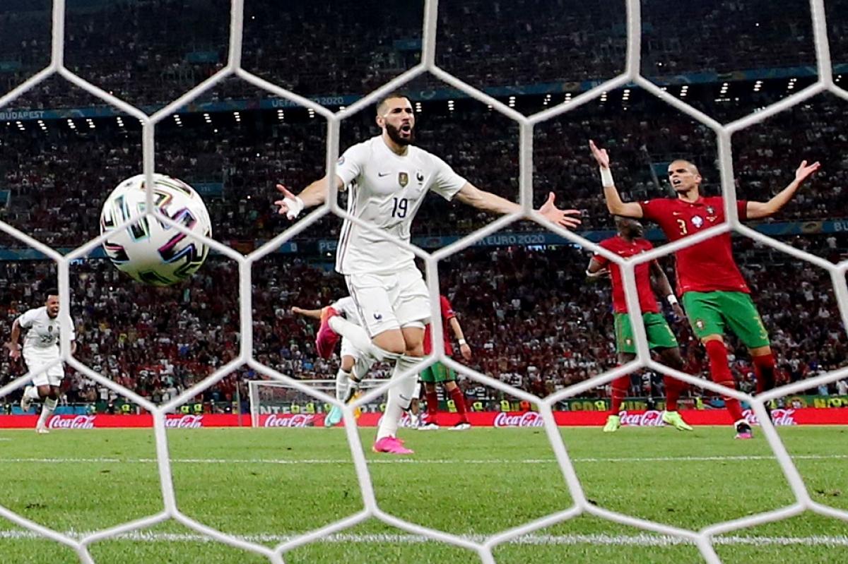Trên chấm 11m, Benzema quân bình tỷ số 1-1 cho ĐT Pháp. (Ảnh: Reuters).