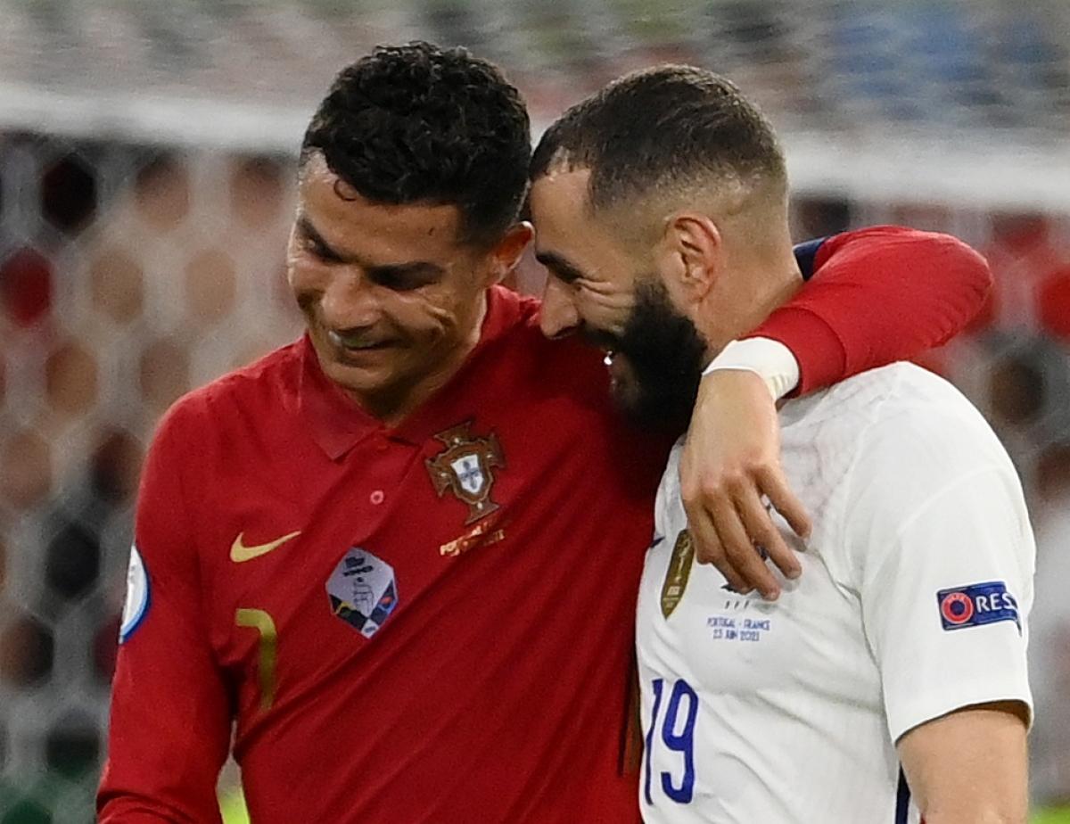 Trận Bồ Đào Nha - Pháp cũng kết thúc với tỷ số hòa 2-2 và hai đội dắt tay nhau đi tiếp.