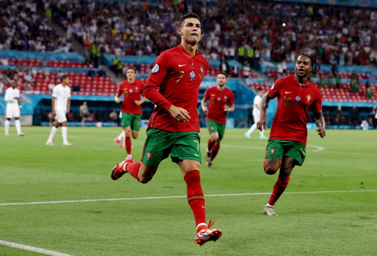 Đồng thời, Ronaldo quân bình kỷ lục ghi 109 bàn cho ĐTQG của huyền thoại Iran - Ali Daei. (Ảnh: Reuters).