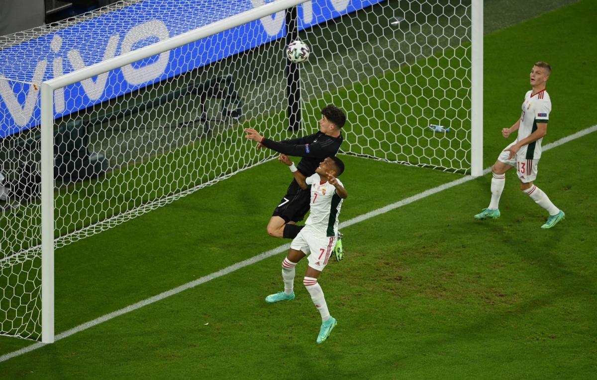 Havertz trừng phạt sai lầm của thủ môn Gulacsi gỡ hòa 1-1. (Ảnh: Reuters)