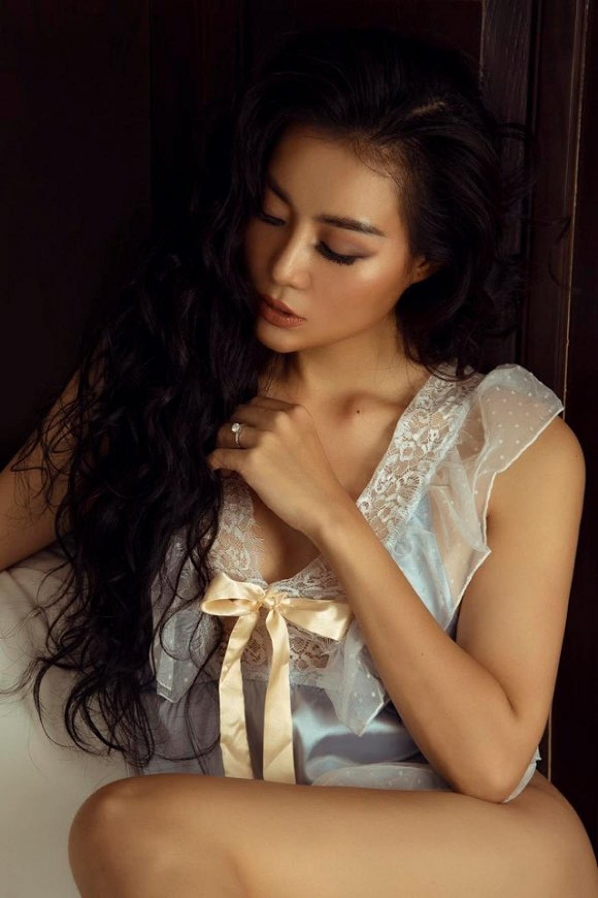 Diễn xuất của Thanh Hương thực sự thuyết phục khán giả, khi cô diễn những cảnh khóc, say rượu... thể hiện nội tâm nhân vật giằng xé, đau đớn.