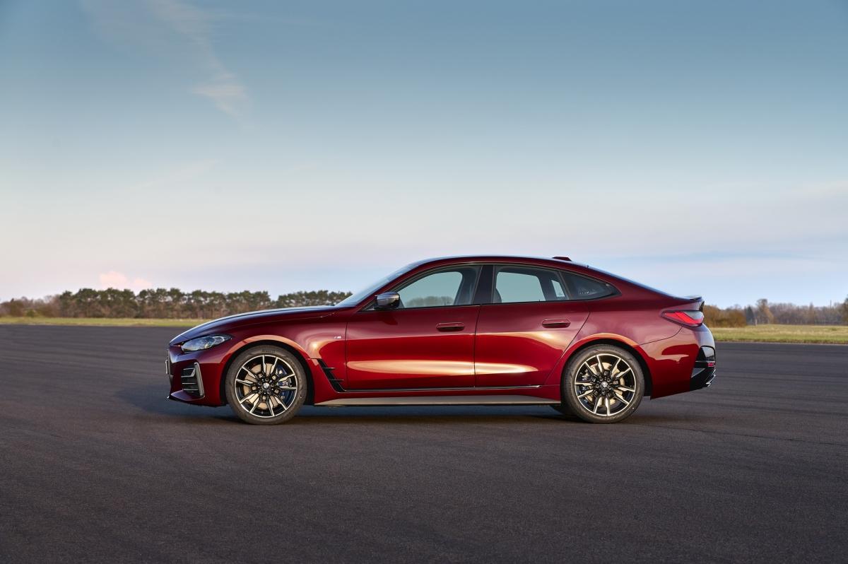 Nhà sản xuất xe hơi Đức hứa hẹn rằng 4-Series Gran Coupe mới sẽ xử lý tốt hơn so với phiên bản tiền nhiệm. Chẳng hạn như, nó có các rãnh rộng hơn, phân bổ trọng lượng gần 50:50, trọng tâm thấp hơn và kết hợp thanh giằng chống lật cắt nối các tháp giảm chấn phía trước với vách ngăn.