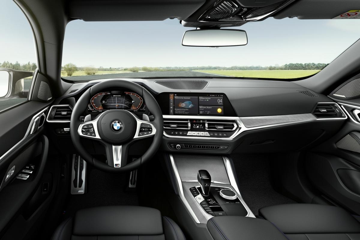 Khách hàng cũng có thể tùy chọn Driving Assistant Professional, bổ sung tính năng hỗ trợ kẹt xe mở rộng cho các đường cao tốc có lối vào hạn chế, hỗ trợ giữ làn chủ động với tính năng tránh va chạm bên và tính năng hỗ trợ xem trong màn hình hiển thị xe và môi trường xung quanh.