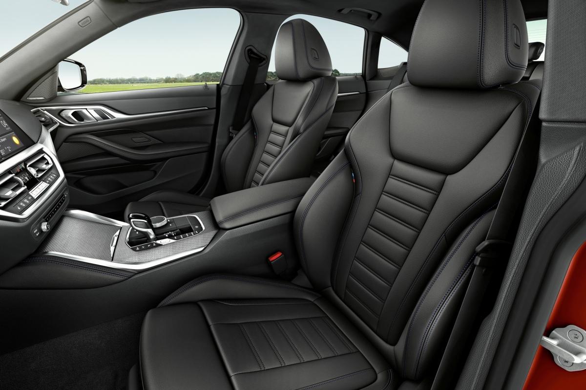 Tất cả các mẫu BMW 4-Series Gran Coupe 2022 đều đạt tiêu chuẩn với chìa khóa kỹ thuật số BMW và hỗ trợ cập nhật phần mềm từ xa.