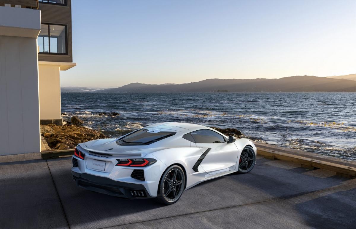Theo đó, đời xe 2022 của Chevrolet Corvette thế hệ thứ 8 sẽ đón nhận ba màu sơn mới là Hypersonic Grey, Caffeine và Amplify Orange Tintcoat.