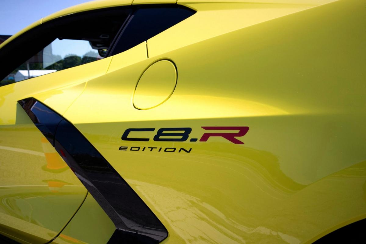 Ngoại thất sẽ bao gồm hai màu sơn là Accelerate Yellow và Hypersonic Grey với các chi tiết lấy cảm hứng từ xe đua bằng màu sắc còn lại.