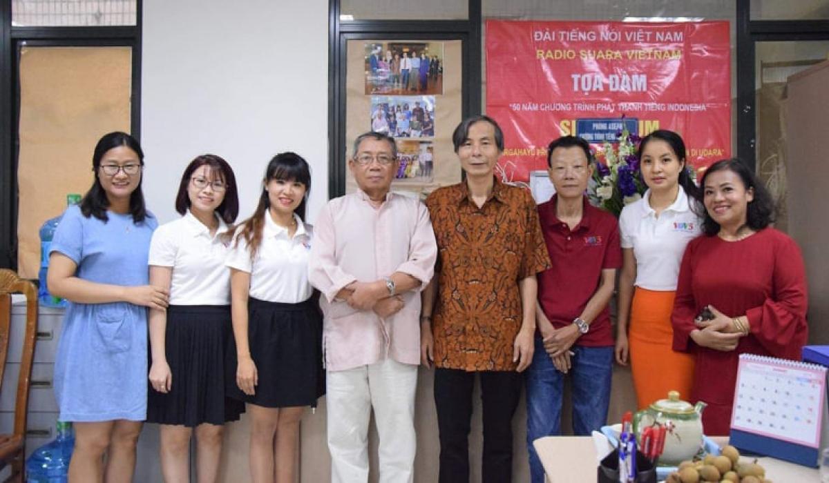 Các biên tập viên, phát thanh viên và chuyên gia Chương trình tiếng Indonesia qua các thời kỳ.