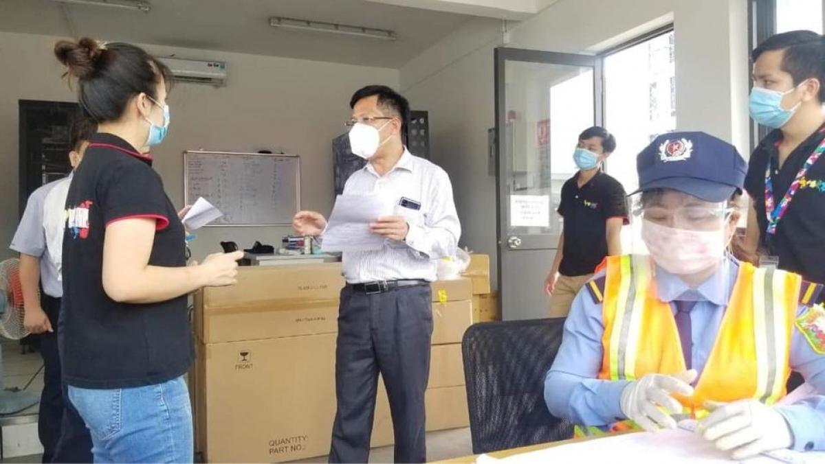 Đoàn công tác của Bộ phận thường trực đặc biệt của Bộ Y tế kiểm tra công tác chống dịch tại Bình Dương.