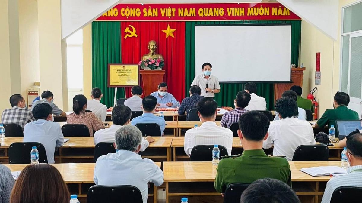 Giám đốc Trung tâm Kiểm soát bệnh tật tỉnh Đồng Nai Bạch Thái Bình phát biểu tại cuộc họp