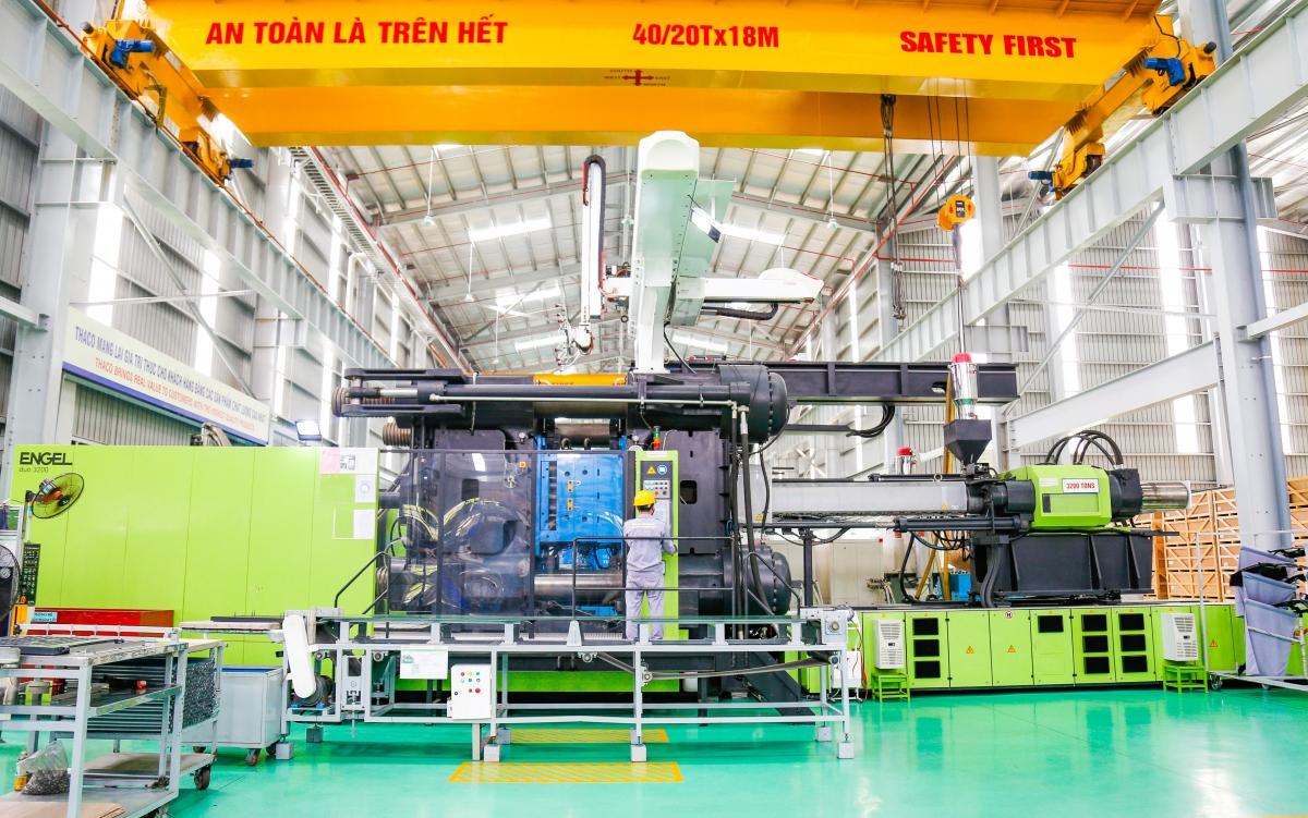 Máy ép nhựa 3.200 tấn