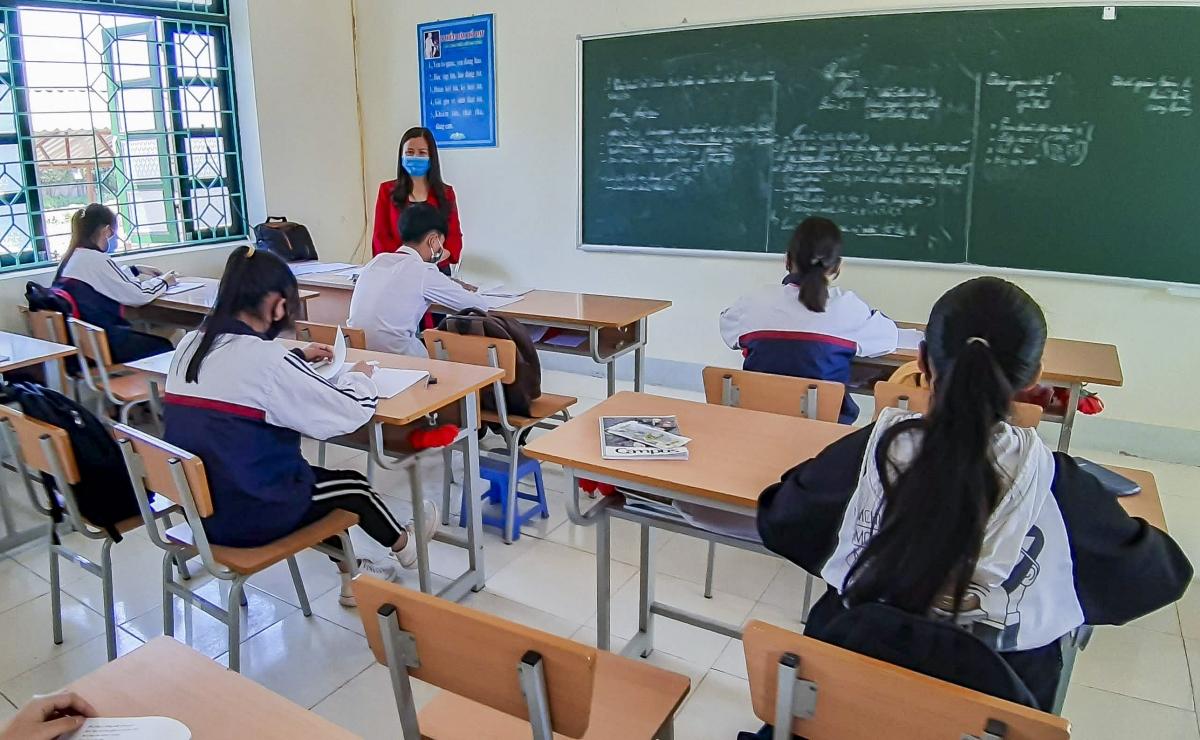 Sở Giáo dục và Đào tạo tỉnh yêu cầu các trường THPT trên địa bàn vừa ôn thi, vừa thực hiện nghiêm túc công tác phòng, chống dịch COVID-19.