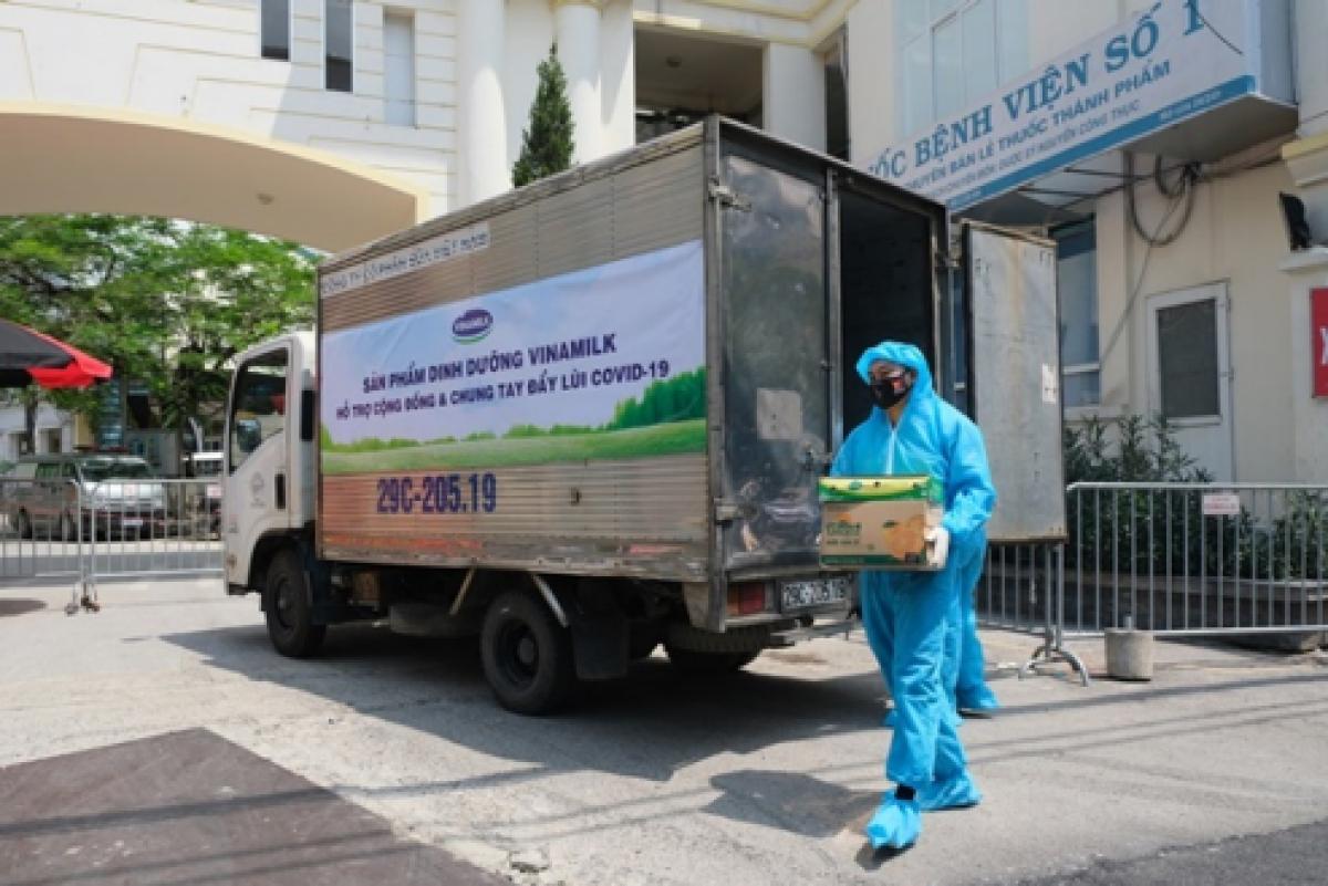 Trong năm 2021, Vinamilk đã ủng hộ 2 triệu sản phẩm cho các đối tượng bị ảnh hưởng bởi đại dịch, đặc biệt là trẻ em.