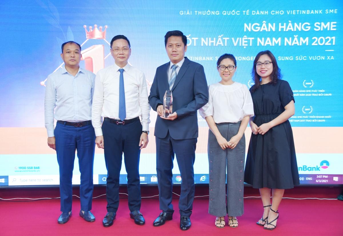 VietinBank vinh dự được trao Giải Ngân hàng SME tốt nhất Việt Nam năm 2021.