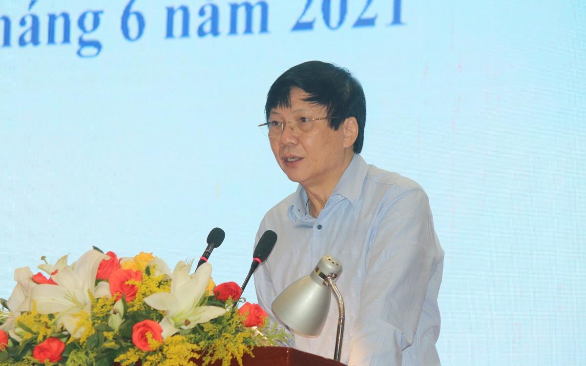 Phó Chủ tịch Thường trực Hội Nhà báo Việt Nam, Phó Chủ tịch Thường trực Hội đồng Giải Báo chí quốc gia Hồ Quang Lợi thông qua quy chế chấm giải.