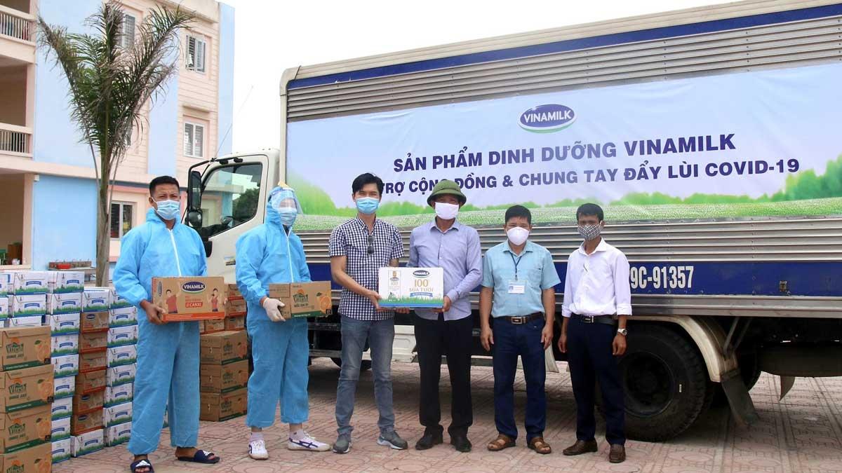 Tính đến nay, Vinamilk đã dành ra hơn 85 tỷ đồng gồm tiền mặt và sản phẩm để hỗ trợ cộng đồng, tiếp sức tiếp đầu và đồng hành cùng Chính phủ chống dịch.