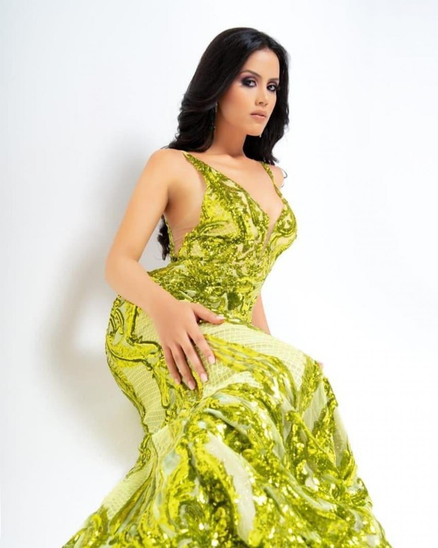 Người đẹp 21 tuổi thông thạo tiếng Anh, Đức và Tây Ban Nha.