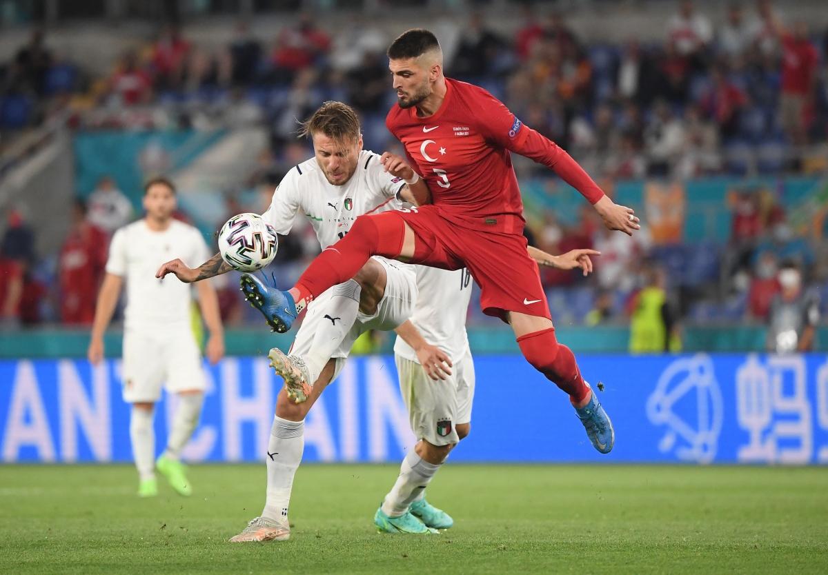 Sau khi có bàn mở tỉ số, Italia tiếp tục dồn ép Thổ Nhĩ Kỳ.