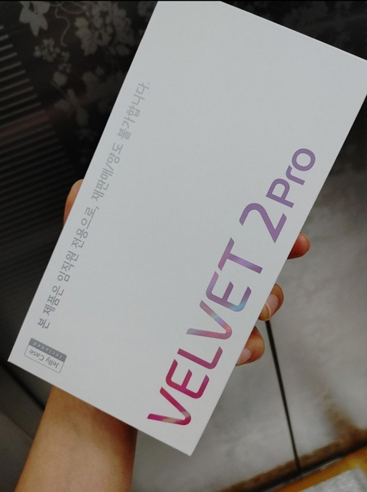 Hộp đựng LG Velvet 2 Pro.