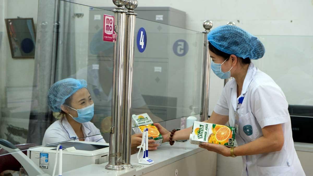 Trước đó, Vinamilk cũng đã dành gần 200.000 sản phẩm để tiếp sức lực lượng tuyến đầu tại 3 địa phương Hà Nội, Bắc Ninh, Hà Nam./.