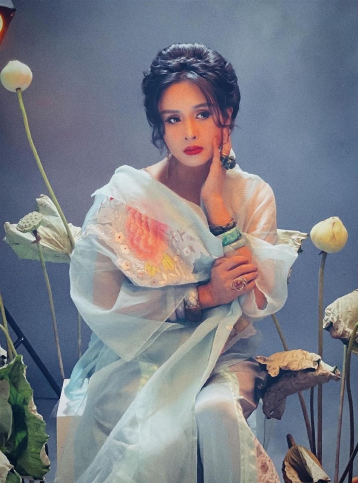 Thanh Lam thành bà ngoại từ năm 45 tuổi khi con gái đầu lòng - Hồng Vân, cô con gái mà chị sinh ở tuổi 18 - làm mẹ.