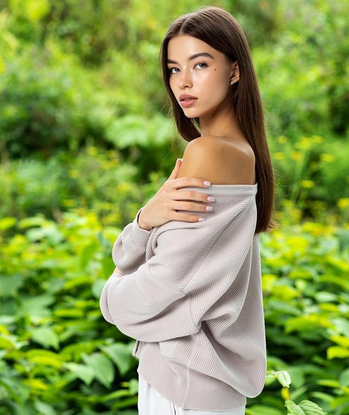 Albina Koroleva cũng thường xuyên xuất hiện trên những sàn diễn thời trang. Điều đó giúp cô có nhiều kinh nghiệm khi trình diễn.