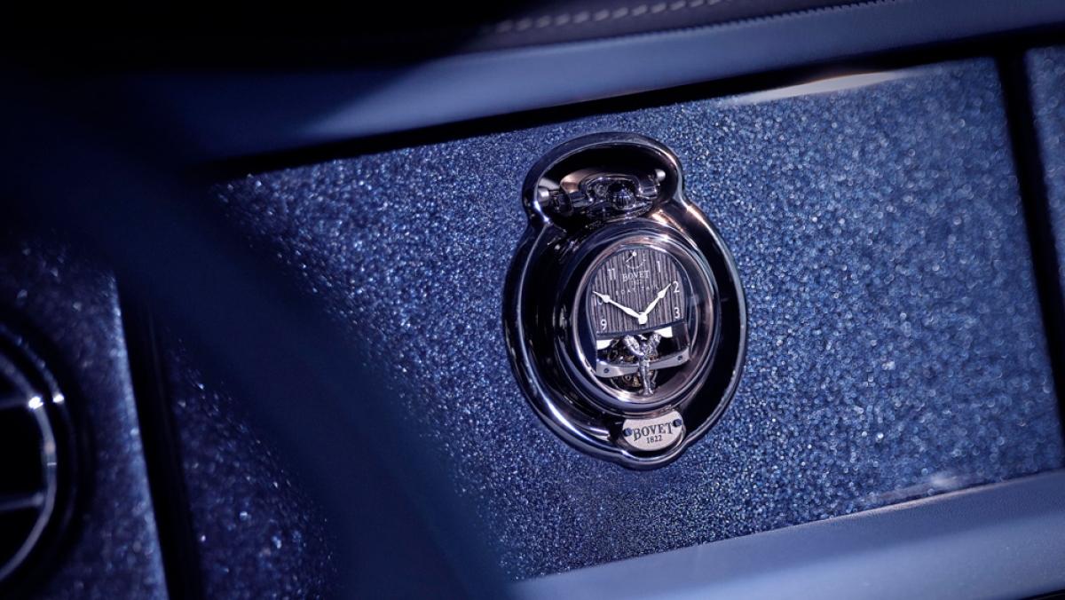 Giá gắn đồng hồ trên bảng điều khiển đặc biệt của Boat Tail.