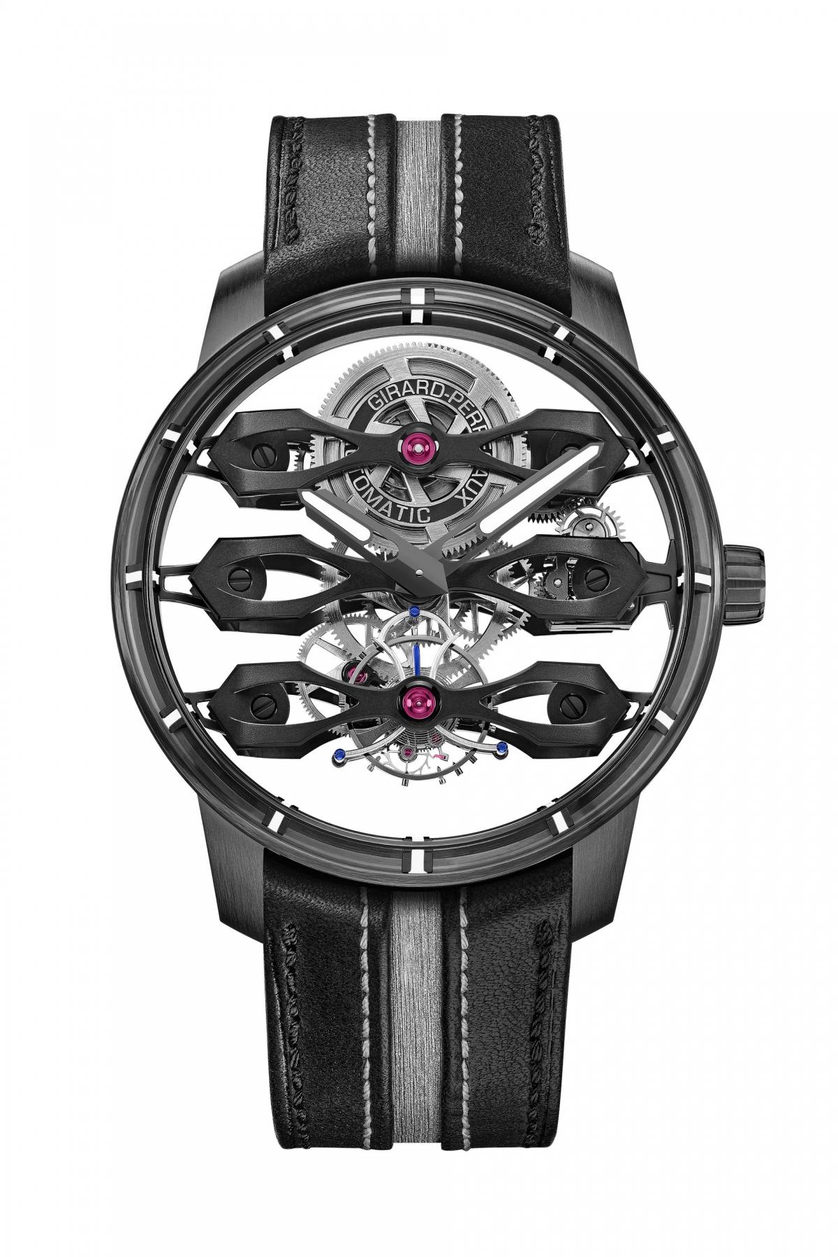 """""""Thử thách lớn nhất mà chúng tôi phải đối mặt khi thiết kế chiếc đồng hồ mới này là quy mô, như bạn có thể tưởng tượng"""" - Phó Chủ tịch điều hành Aston Martin kiêm Giám đốc sáng tạo Marek Reichman nói thêm."""