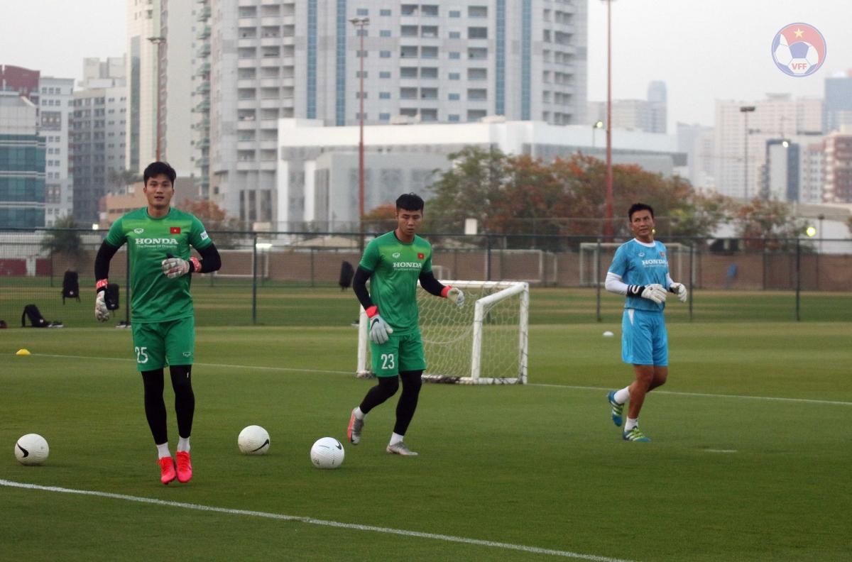 Các thủ môn không được sử dụng ở trận gặp Indonesia là Văn Toản và Văn Hoàng tích cực tập luyện chờ cơ hội ở những trận tiếp theo.
