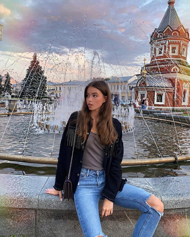 """Sau khi được nhận trọng trách đại diện quốc gia tại cuộc thi Miss Earth 2021, Albina Koroleva chia sẻ trên trang cá nhân: """"Tôi vẫn không thể tin rằng mình sẽ có vinh dự được đại diện cho nước Nga tại một cuộc thi sắc đẹp quốc tế. Đó là một vinh dự thật lớn lao. Tôi sẽ cố gắng hết sức mình để không phụ lòng tin của mọi người""""."""