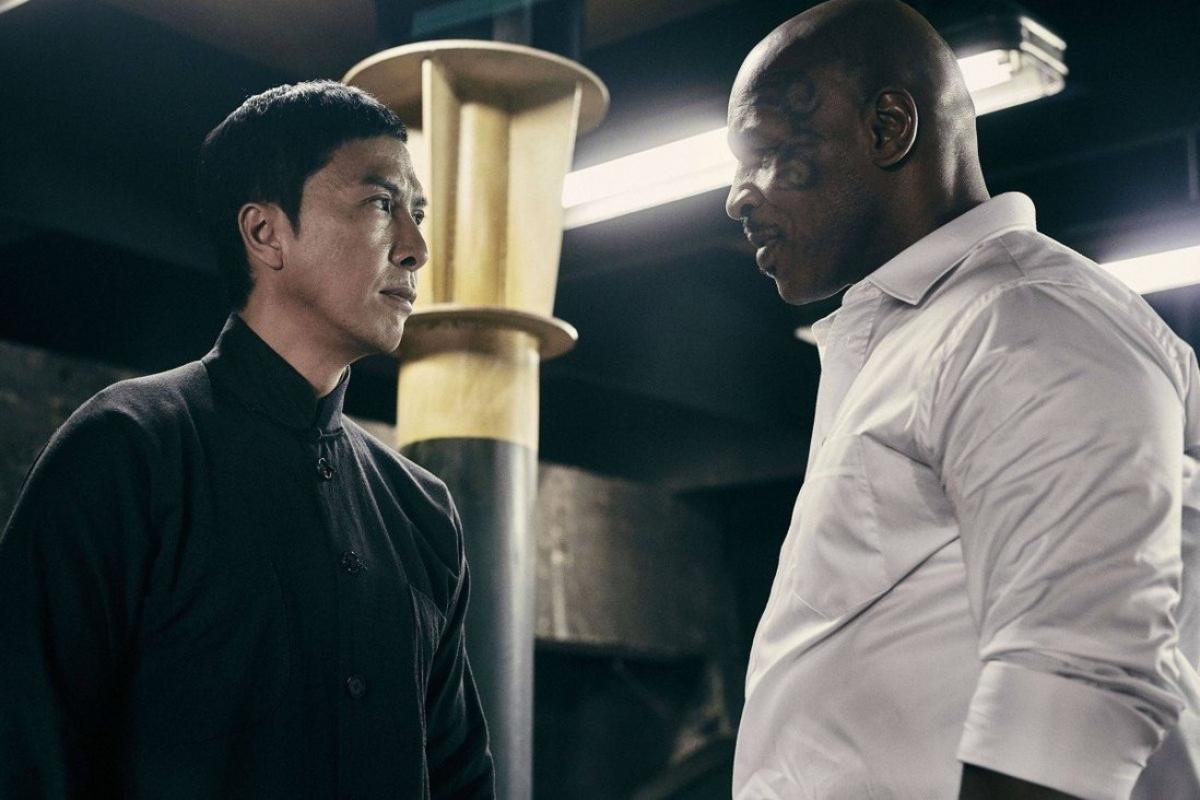 """Chân Tử Đan (trái) và Mike Tyson (phải) khi quay phim """"Diệp Vấn 3"""" năm 2015. Nguồn: SCMP"""