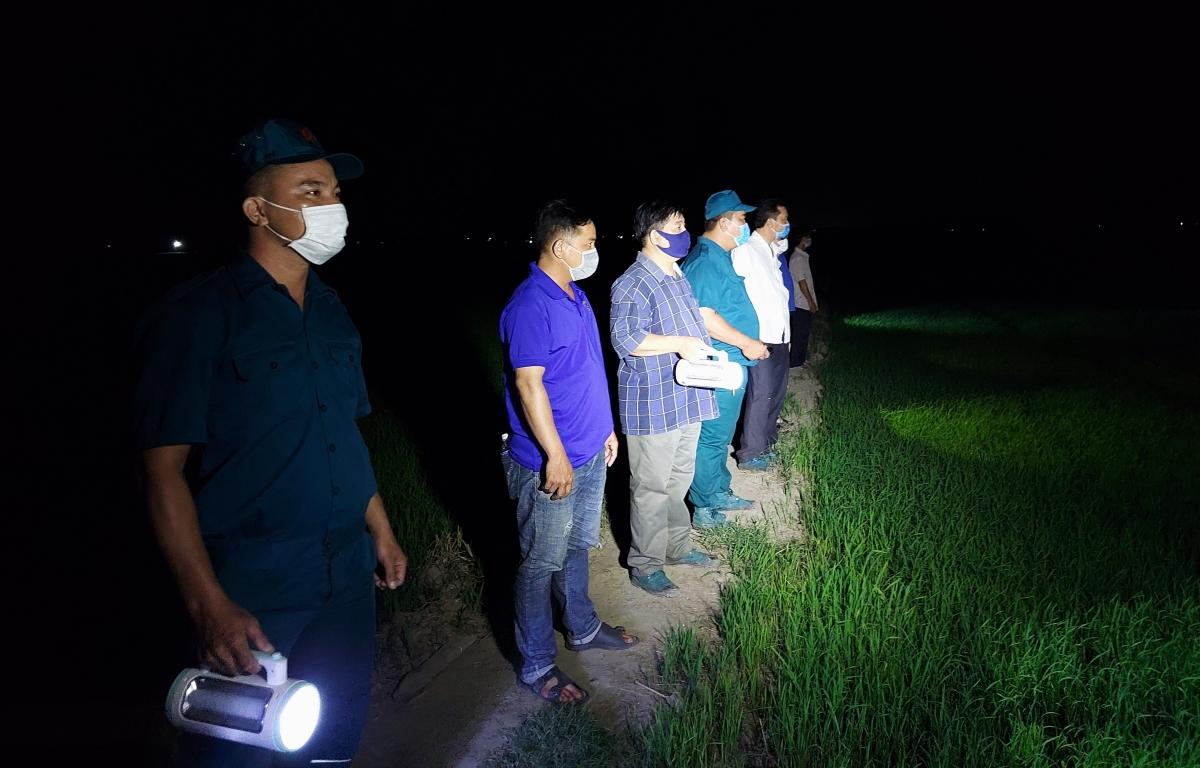 Tổ tuần tra lưu động huyện An Phú, lực lượng tham gồm: Đoàn viên thanh niên, cựu chiến binh, giáo viên và người dân địa phương.