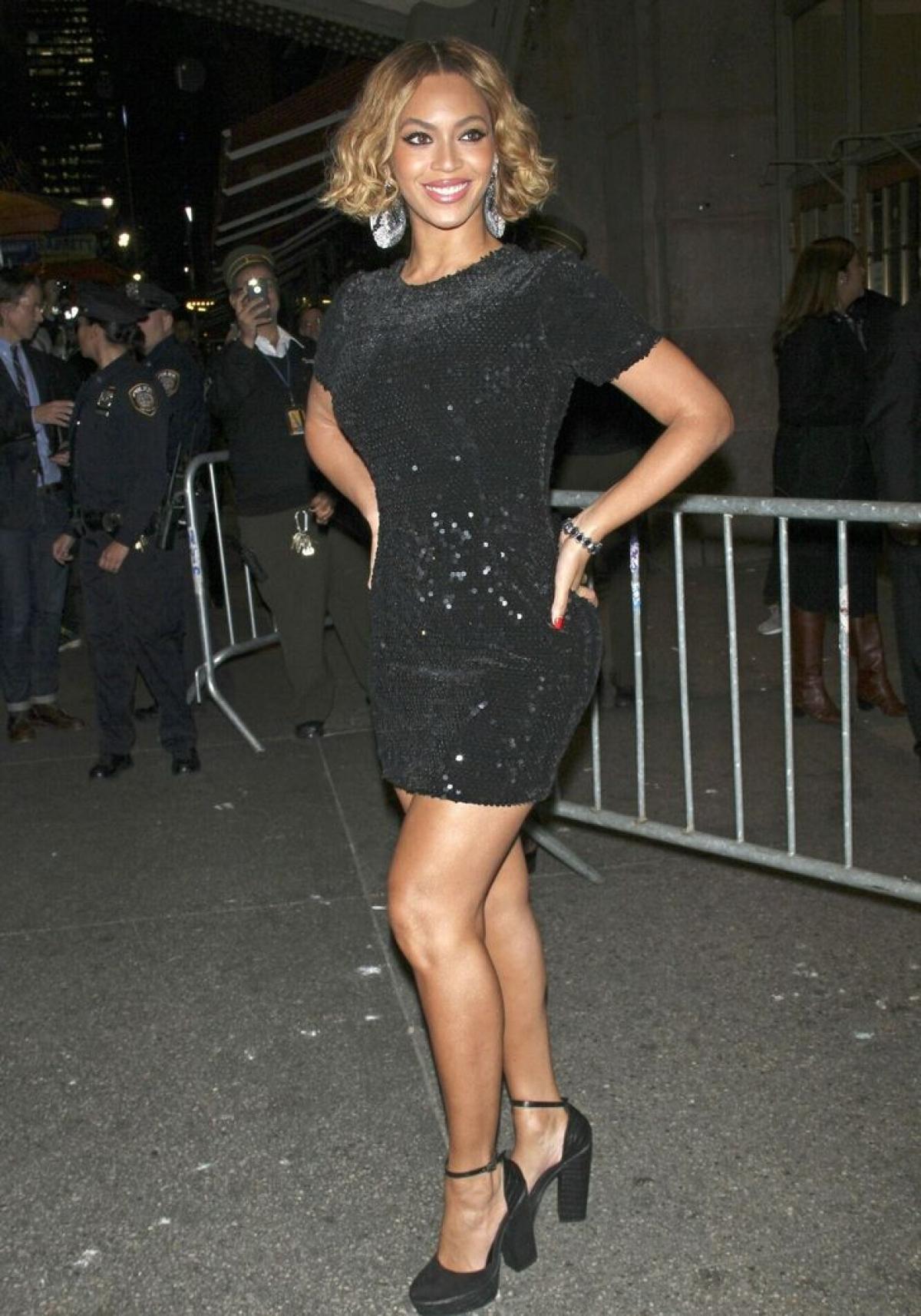 Beyoncé chuộng váy bình dân đến từ thương hiệu Topshop.