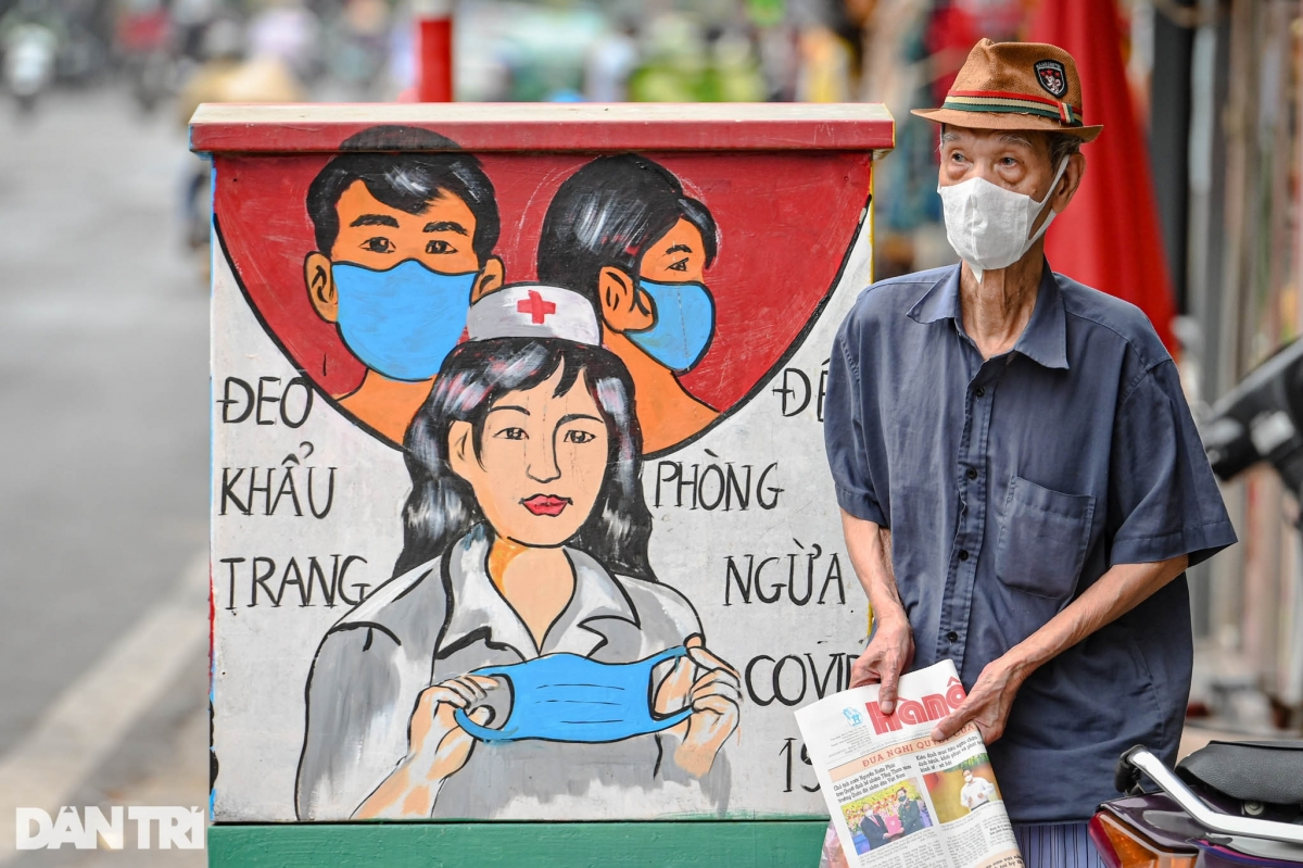 A painting shows the correct way to wear a face mask.
