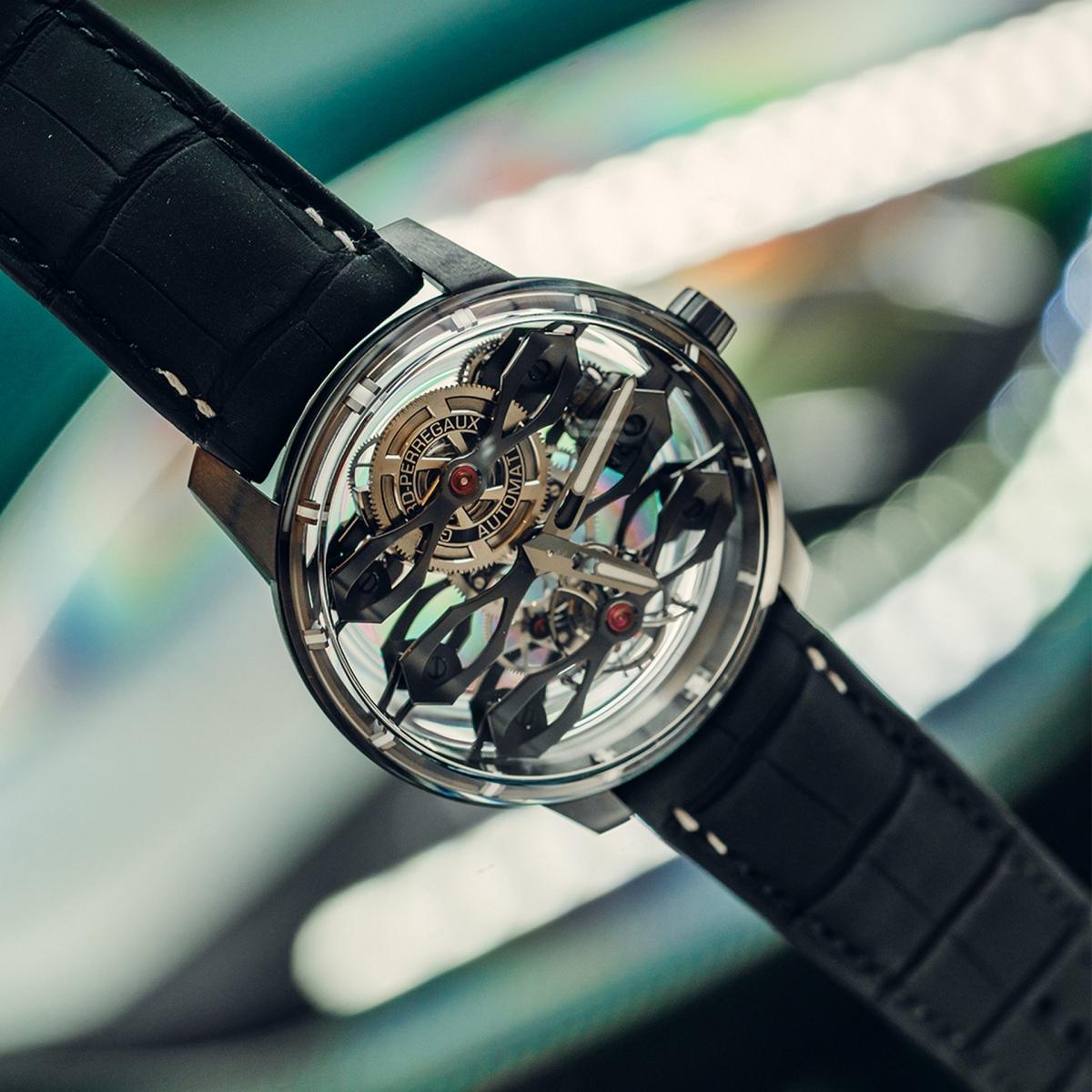 """""""Chúng tôi đã phải xem xét các đường nét và tỷ lệ trên một quy mô nhỏ hơn nhiều so với lĩnh vực thiết kế ô tô. Điều đó cho thấy thiết kế tốt là thiết kế tốt, cho dù đó là đồng hồ hay ô tô, các nguyên tắc vẫn như nhau. Tôi rất vui khi mẫu đồng hồ hoàn thành và chúc mừng tất cả những người đã làm việc trong dự án này, vì sự hợp tác này đã tạo ra một chiếc đồng hồ có vẻ đẹp tuyệt vời"""" -Marek Reichman chia sẻ."""