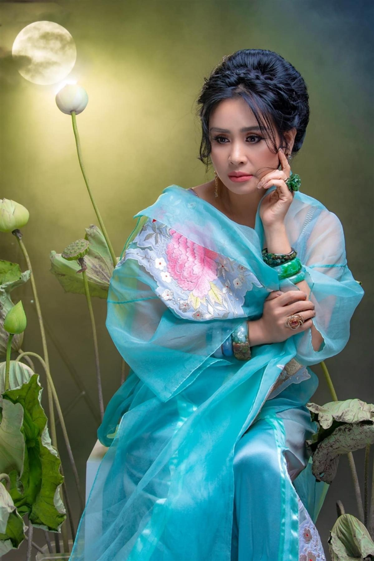 """Hiện Thanh Lam sống trong mật ngọt tình yêu với bác sĩ Bùi Tiến Hùng, người yêu chị say đắm và từng nói về bạn gái: """"Thanh Lam dữ dội ở đâu? Tôi chỉ thấy dịu dàng""""."""