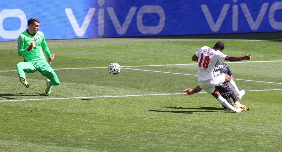 Trong hiệp thi đấu thứ 2, Anh không chủ động ép sân Croatia như những gì đã làm ở hiệp 1. Tam sư để cho Croatia cầm bóng nhiều hơn, chính cách đá này đã giúp đội bóng của HLV Gareth Southgate có được hiệu quả.