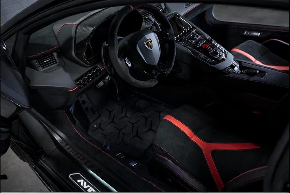 Với SVJ, giá khởi điểm của xe ở mức517.700 USD (khoảng 12 tỷ đồng).