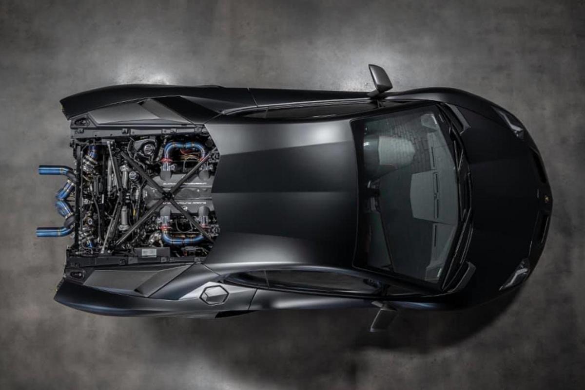 Chiếc xe này được trang bị ECU JRR MoTeC M1 có phần mềm độc quyền của Aventador Racing để xử lý tất cả các yêu cầu điều chỉnh. Dưới mui xe hình lục giác là một động cơ được chế tạo hoàn chỉnh với các thanh nối phôi và các piston đúc tùy chỉnh.