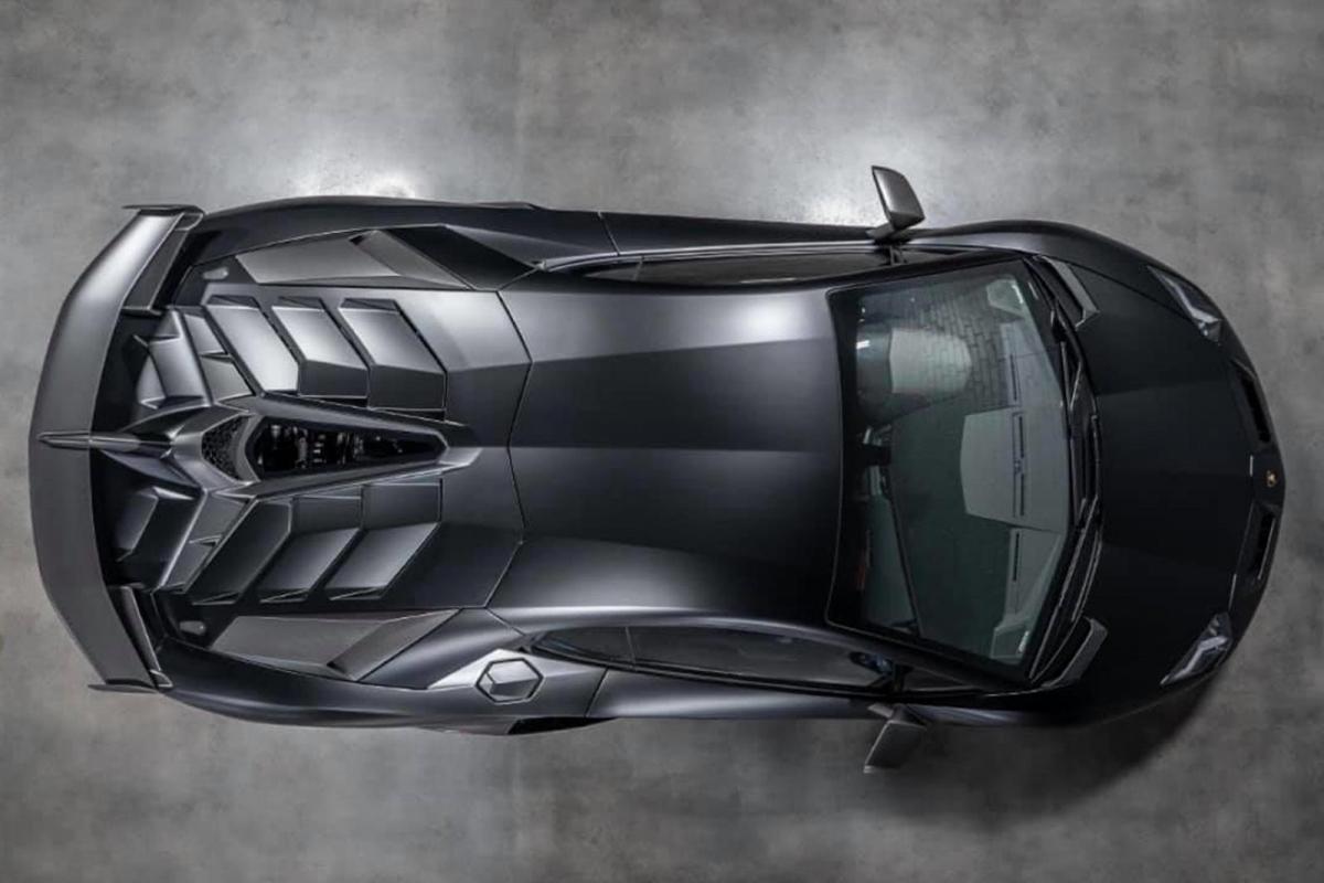 Và điều tuyệt nhất là gì? Hệ thống khí động học chủ động Aerodinamica Lamborghini Attiva vẫn hoạt động đầy đủ. AMS có thể giữ kỷ lục, nhưng UR vẫn là vua của những chiếc Lamborghini đầu tiên trên thế giới.