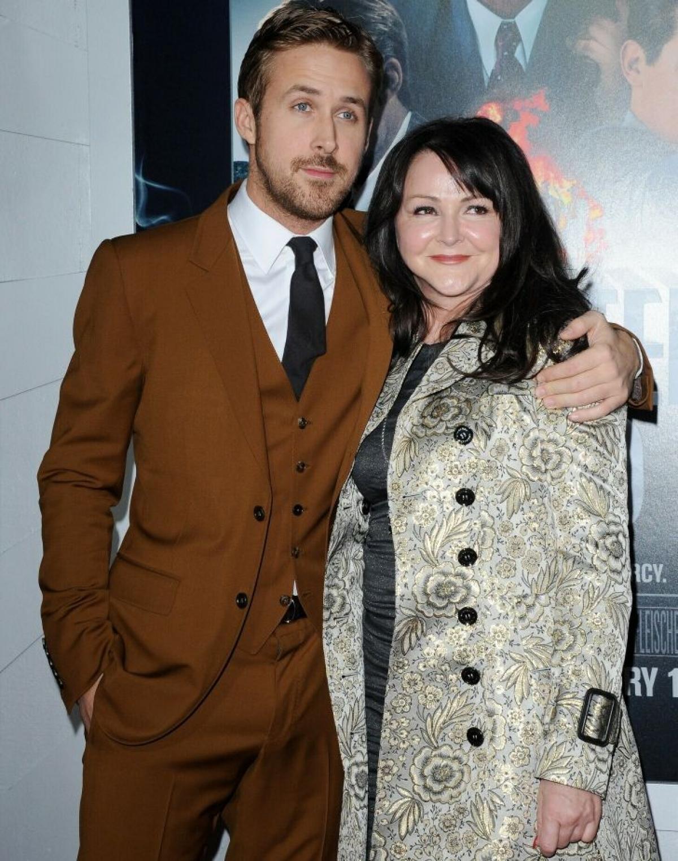Ryan Gosling và Donna Gosling tại một buổi ra mắt phim năm 2013.