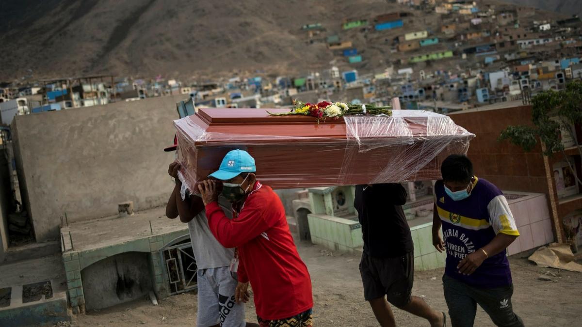 Số người chết vì Covid-19 ở Peru bất ngờ tăng gần gấp 3 trong vòng chỉ 1 ngày. Ảnh: Reuters
